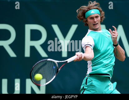 Halle, Germany. 25th June, 2017. Alexander Zverev of Germany returns the ball during the men's singles final match - Stock Photo