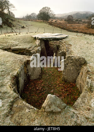 View SW of Capel Garmon Neolithic chambered tomb, North Wales, showing the E burial chamber with entrance passage - Stock Photo