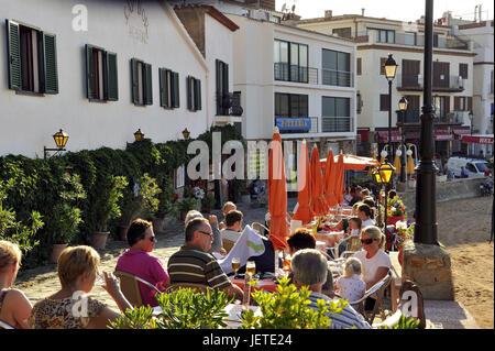 Spain, Catalonia, Costa Brava, Tossa de Mar, vacationer in the street cafe, - Stock Photo