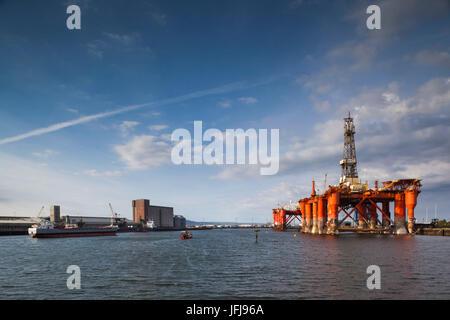 UK, Northern Ireland, Belfast, Belfast Docklands, offshore oil drilling platform - Stock Photo