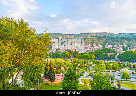 The old town on Sololaki Hill behind the lush greenery of Rike Park, located on the bank of Kura river, Tbilisi, - Stock Photo