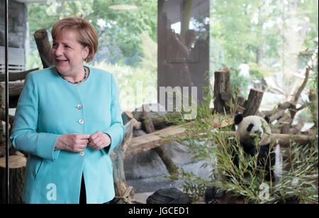 Berlin, Germany. 5th Jul, 2017. German Chancellor Angela Merkel (CDU) stands at the opening of the new panda bear - Stock Photo