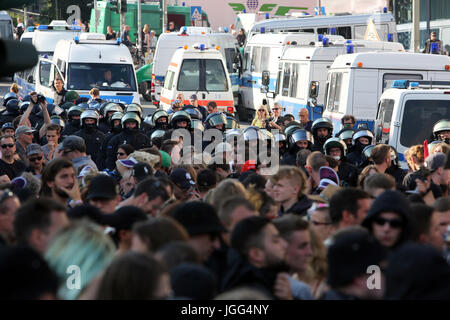 Hamburg, Germany. 6th July, 2017. Demonstrators march through the streets of Hamburg in protest of the G20 summit, - Stock Photo