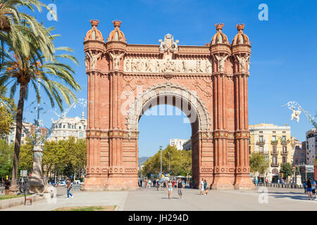 The red brick Arc de Triomf (Arc de Triomphe) (Arco de Triunfo), Barcelona, Catalonia (Catalunya), Spain, Europe - Stock Photo