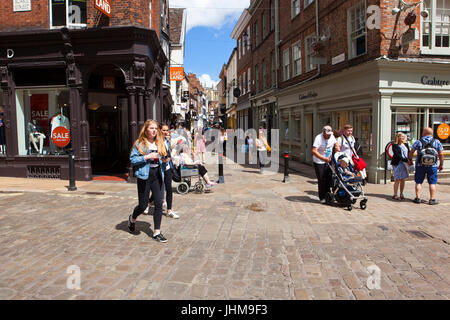 a busy street scene in yorks stonegate with shops restaurants and historic buildings including york minster under - Stock Photo
