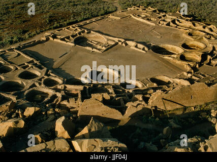 View SW from Alto Mesa over Pueblo Bonito Anasazi multi-storey great house, Chaco Canyon, New Mexico. Shows D-shaped - Stock Photo