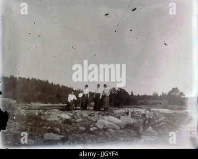 Antique c1910 photograph, four late-Victorian women at a coastal site. Location unknown, possibly Rhode Island, - Stock Photo