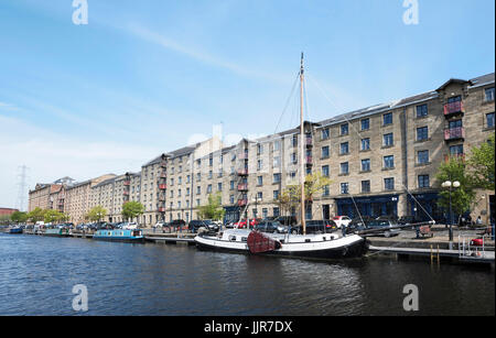 Speirs Wharf on the Forth & Clyde canal in central Glasgow.  Old building converted to flats in desirable area. - Stock Photo