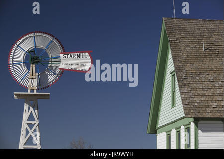 USA, Texas, Lubbock, 'National Ranching  Heritage Center', Windrad, Haus, - Stock Photo