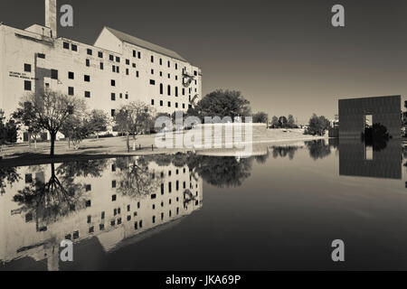 USA, Oklahoma, Oklahoma City, Oklahoma City National Memorial to the victims of the Alfred P. Murrah Federal Building - Stock Photo
