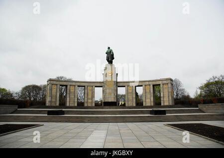 BERLIN-APRIL 4: Soviet world war II memorial in Tiergarten,Mitte district,Berlin,Germany,on April,4,2011. - Stock Photo