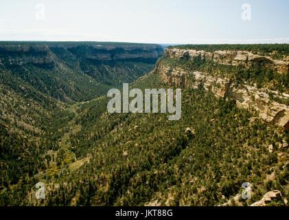 Looking south down Soda Canyon, Mesa Verde National Park, Colorado, USA, from Soda Canyon Overlook. Balcony House - Stock Photo
