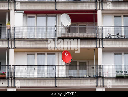 Turkish flag on satellite dish at social housing apartment block at Pallasseum on Pallastrasse in Schoeneberg district - Stock Photo