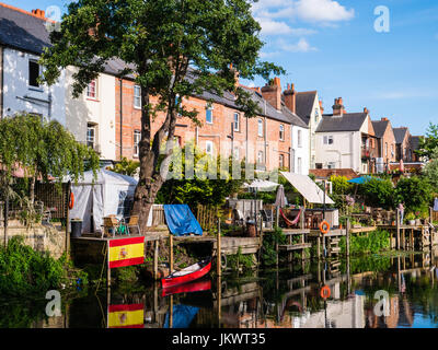Terrace Housing and Gardens, River Kennet, Reading, Berkshire, England - Stock Photo
