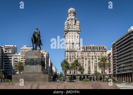 Plaza Independencia and Palacio Salvo -  Montevideo, Uruguay - Stock Photo
