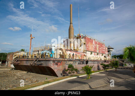 People explore the Apung electrical generator ship, moved several kilometres inland by the 2004 tsunami in Banda - Stock Photo
