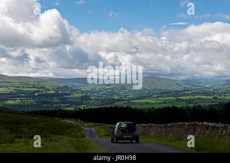 Road down to Wensleydale, Yorkshire Dales National Park, North Yorkshire, England UK - Stock Photo