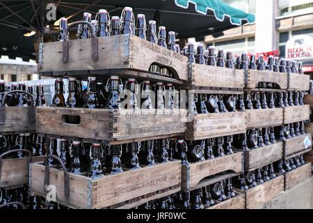 Berlin. 4th Aug, 2017. Photo taken on Aug. 4, 2017 shows beer bottles at a shop during the 21st International Berlin - Stock Photo