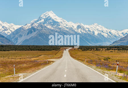 Road with view to Mount Cook, snowy mountains, Mount Cook National Park Southern Alps, Canterbury, South Island, - Stock Photo