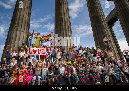 Edinburgh, UK. 27th Aug, 2017.  Performers from across the Edinburgh festival meet on Calton Hill to send a message - Stock Photo