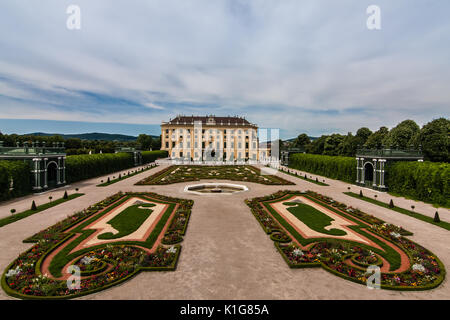 A side view of the Schonbrunn Palace, Vienna - Stock Photo