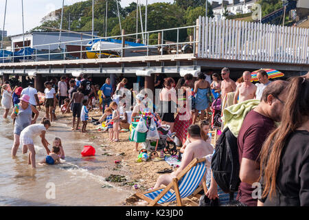 Southen-on-Sea, Essex, UK. 28th August, 2017. People enjoying the beach. After below average temperatures in August, - Stock Photo
