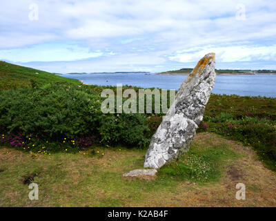 The Old Man of Gugh, a Bronze Age menhir on the island of Gugh, St Agnes, Isles of Scilly. - Stock Photo