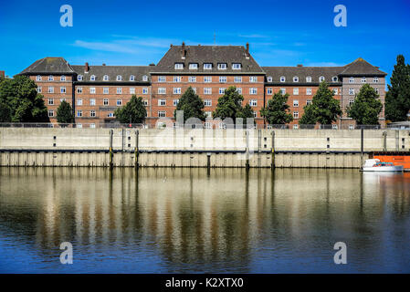Dwelling house in the Mueggenburger port of entry of Veddel, Hamburg, Germany, Europe, Wohnhaus am Mueggenburger - Stock Photo