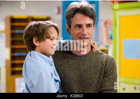 MUST LOVE DOGS BOBBY COLEMAN, DERMOT MULRONEY MUST LOVE DOGS     Date: 2005 - Stock Photo