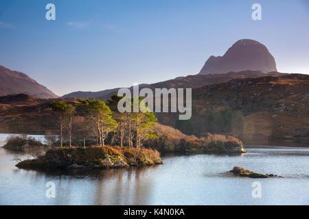 Loch Druim Suardalain, Mount Suilven, Lochinver, Sutherland, Highlands, Scotland, United Kingdom, Europe - Stock Photo