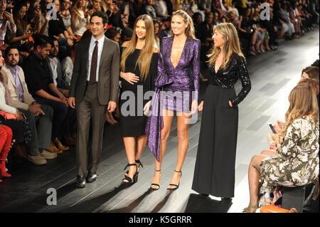 NEW YORK, NY - SEPTEMBER 08: Zac Posen, Jesica Alba, Heidi Klum, and Nina Garcia greet the audience during the Project - Stock Photo