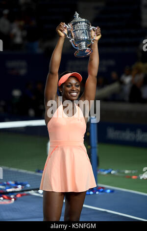 Flushing, New York City, USA. 9th September, 2017. Sloane Stephens celebrates with her trophy after defeating Keys - Stock Photo