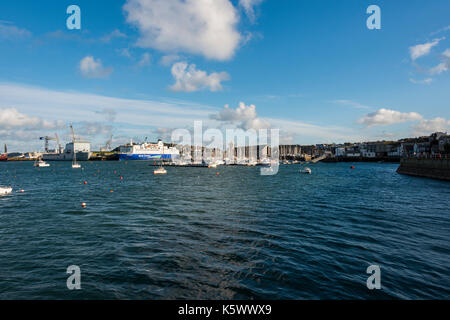Boats sat on the water in Falmouth, Cornwall. - Stock Photo