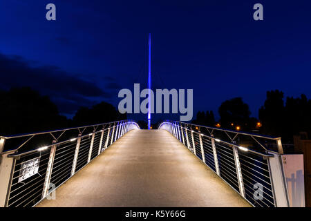 Christchurch Bridge over the river Thames in Reading at night - Stock Photo