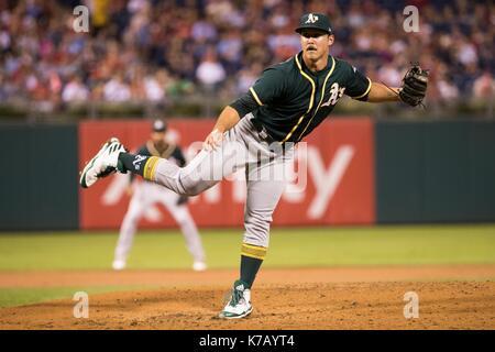 Philadelphia, Pennsylvania, USA. 15th Sep, 2017. Oakland Athletics starting pitcher Daniel Mengden (33) throws a - Stock Photo