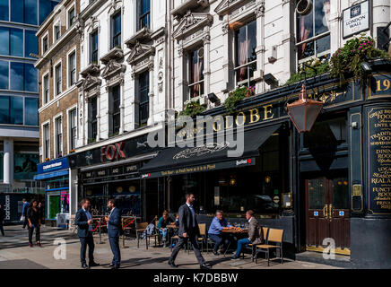 Lunchtime Customers Drinking Outside The Globe Public House, Moorgate, The City Of London, London, UK - Stock Photo