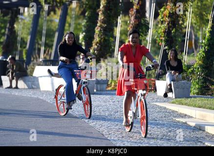 Washington, DC, USA. 20th Sep, 2017. People ride bikes of Chinese bike-sharing giant Mobike in Washington, DC, the - Stock Photo