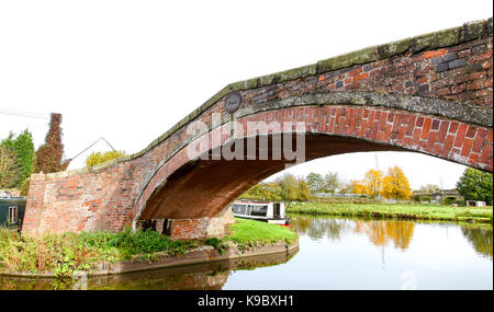 A brick bridge called Haywood Bridge, bridge number 109 at Haywood Junction on the Trent and Mersey Canal, Great - Stock Photo