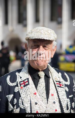 London, UK. 24 September 2017. Pearly Kings and Queens Harvest Festival. Credit: A.Bennett Credit: andrew bennett/Alamy - Stock Photo