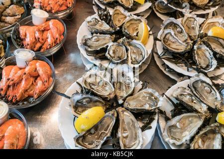 Oyster, shrimps, Marche de Capucins, Bordeaux, France - Stock Photo