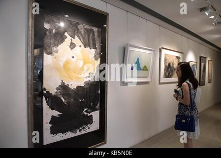 Hong Kong, China. 28th Sep, 2017. A visitor visits a preview exhibition of Christie's Hong Kong 2017 Autumn Auction - Stock Photo