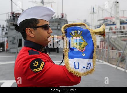 Hamburg, Germany. 28th Sep, 2017. A crew member of the Brazilian training ship 'Navio Escola Brasil' blows a horn - Stock Photo
