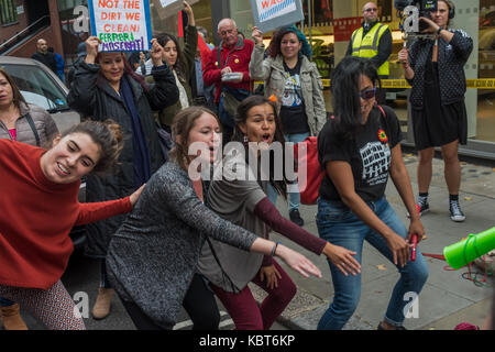 September 30, 2017 - London, UK. 30th September 2017. Protesters dance outside the Ferrari showroom of Kensington - Stock Photo