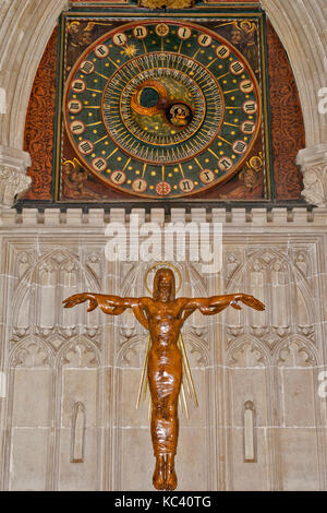 WELLS CITY SOMERSET ENGLAND CATHEDRAL ASTRONOMICAL CLOCK AND WOODEN SCULPTURE OF CHRIST ON THE CROSS IN THE NORTH - Stock Photo