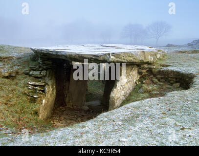 Capel Garmon Neolithic chambered tomb, Llanwrst, North Wales. Looking through the modern gap in the west chamber - Stock Photo