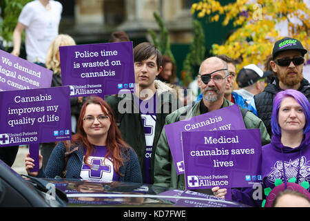 Westminster. London, UK. 10th October, 2017. The protest organised by United Patients Alliance (UPA) inviting members - Stock Photo