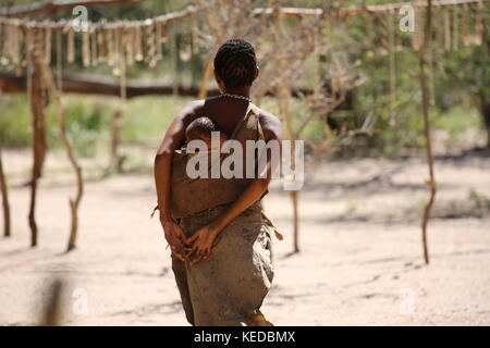 Buschmänner San people in Namibia - Volksstamm - Woman with Child - Stock Photo