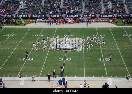 Oct 19 2017 - Oakland CA, U.S.A Oakland Raiderettes before the NFL football game between Kansas City Chiefs and - Stock Photo