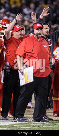 Oct 19 2017 - Oakland CA, U.S.A Chiefs head coach Andy Reid during the NFL football game between Kansas City Chiefs - Stock Photo