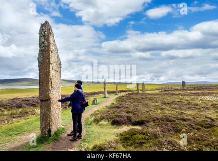 Tourists at the Ring of Brodgar, Orkney. Neolithic stone circle, dating from around 2000 to 2500 BC, Mainland, Orkney, - Stock Photo